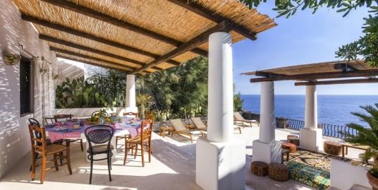 Райское Наслаждение и Уединение на Острове Стромболи