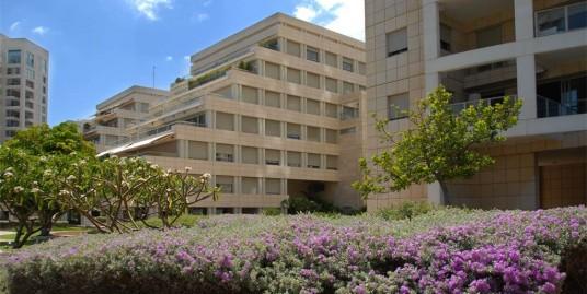 Апартаменты с частным садом в Савьоней Рамат-Авив