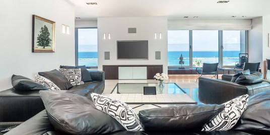 Элегантная квартира с великолепным панорамным видом на море