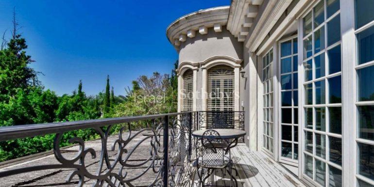 Дом в Викторианском стиле в Савйоне купить